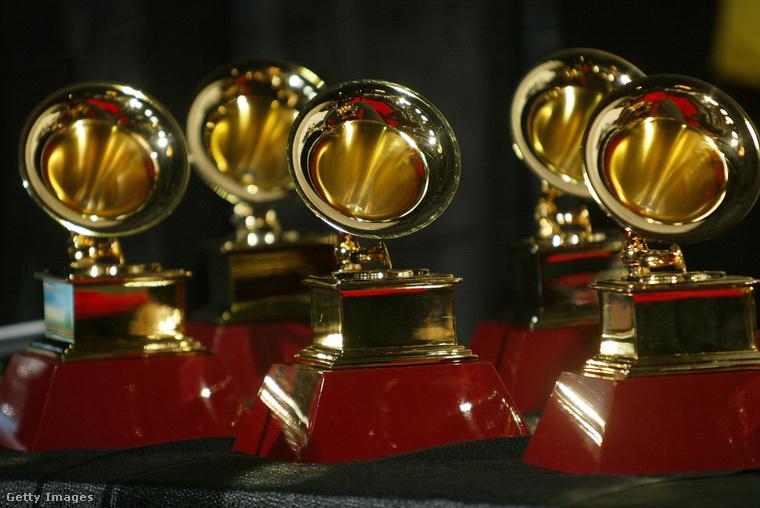Idén február 12-én tartják a Grammy-t, ahol persze fontosak a díjak, de valljuk be sokkal jobban izgat minket és Önöket is, hogy mit csinálnak és viselnek a celebek