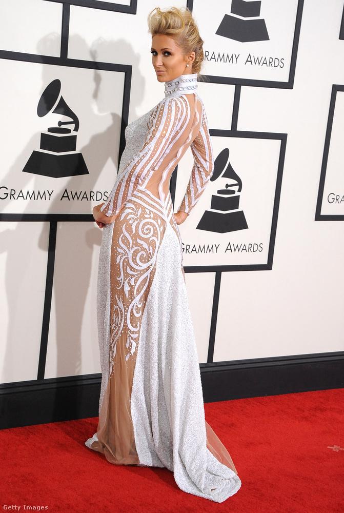 És itt egy régi ismerős! A 2014-es Grammy egyértelműen a bugyitlanságról szólt, aminek Paris Hilton a királynője.