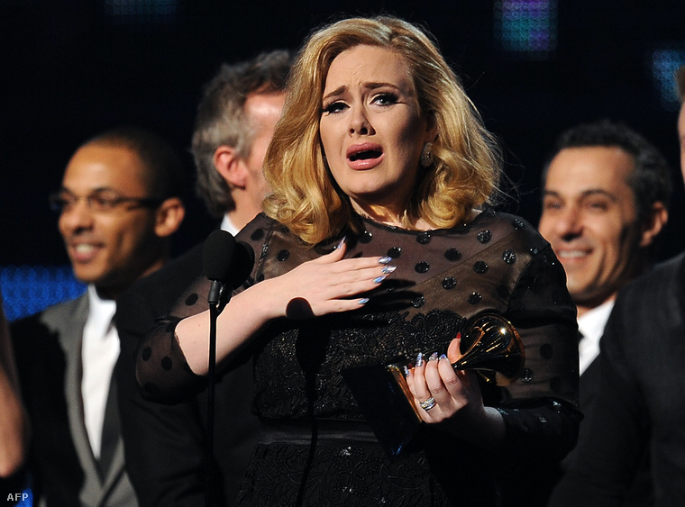 De arra talán emlékszik, hogy ugyanebben az évben Adele 6(!) Grammy-t nyert 21 című albumával és főleg a Rolling in the Deep slágerrel, ami a hat díjból hármat kapott.
