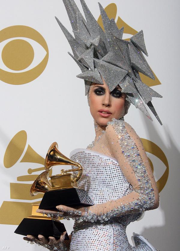 Az mindig szuperizgalmas, hogy Lady Gaga vajon, mit fog viselni