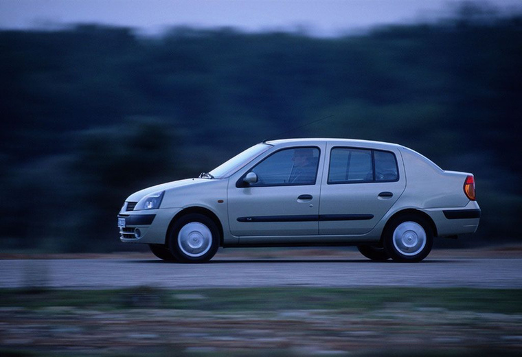 Renault Thalia (1999-2008) Ha van egy jól bevált kiskocsink, de némi praktikumra vágyunk, akkor mit csinálunk? Így van, odarakunk egy puttonyt