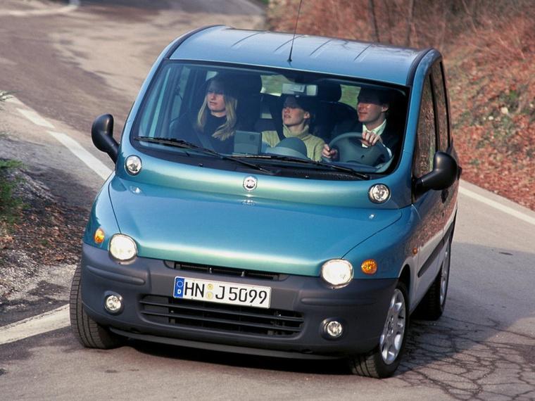 Fiat Multipla (1999-2004) - Örök klasszikus a témában a Fiat Multipla, amely mára azonban már sokak szemében inkább jópofa és eredeti, mintsem ronda