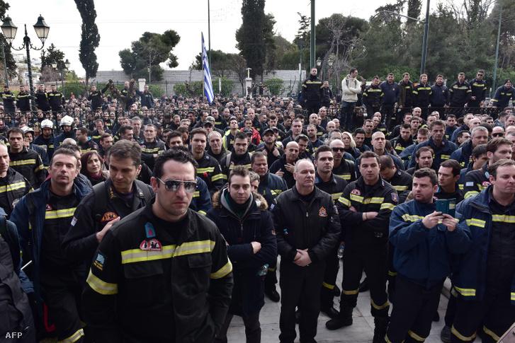 Tűzoltók demonstrációja Athénban 2017. február 8-án.