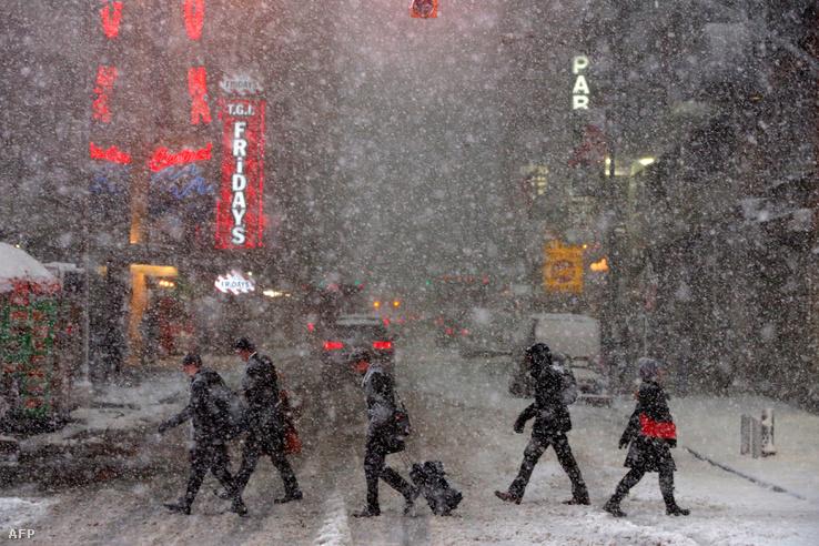 Havazik a Times Square-en február 9-én.