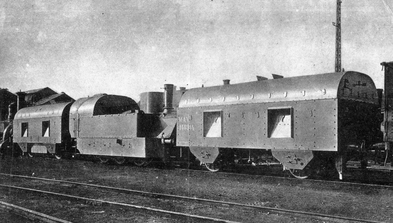 A K.u.K. hadsereg II. számú páncélvonata, 1916. Az osztrák-magyar haderő teljes egészében magyar, Mávag-építésű, II. sz. könnyű páncélvonata két lövészkocsiból, és a közéjük besorolt, páncélozott MÁV 377 sorozatú szertartályos gőzmozdonyból állt.