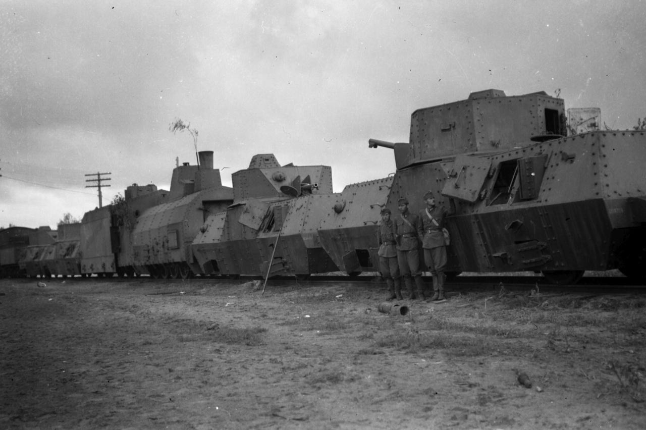1942: Szovjet páncélvonat a keleti fronton.