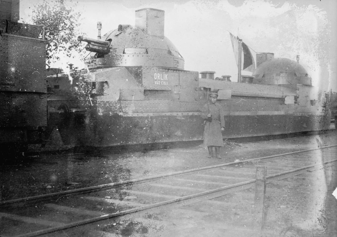 1918: A híres-hírhedt Zaamurec, 130 tonnás orosz önjáró lövegkocsi, az orosz polgárháborúban cseh légiósok kezében