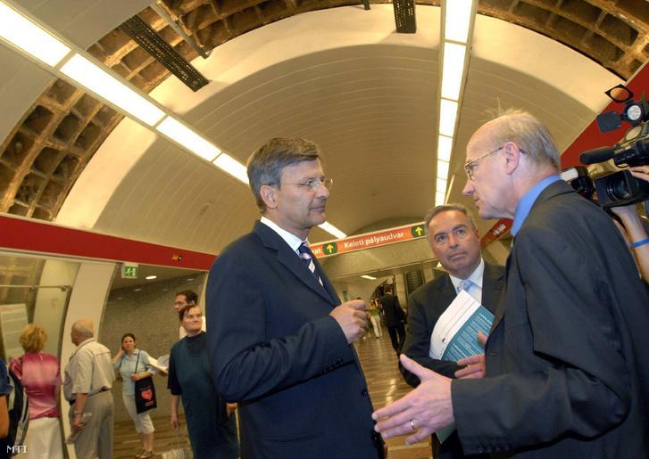 2007. május 25. Demszky Gábor főpolgármester (k) és Gulyás László a BKV Zrt - DBR Metró projekt igazgatója (j) a 2-es metró új lejáratának avatásán a Baross téren.