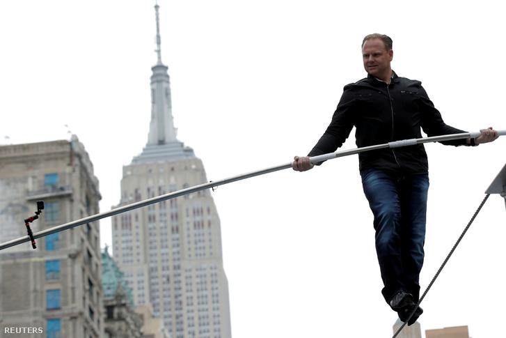 Nick Wallenda New Yorkban két felhőkarcoló közt