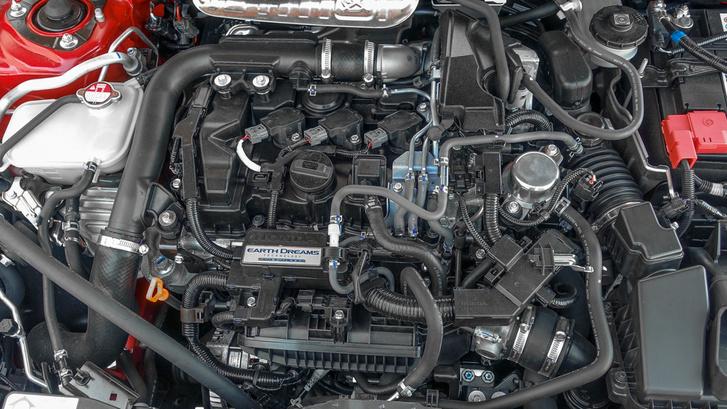 A kis háromhengeres motor 129 lóerőt és 200 newtonmétert produkál, vagy 180-at, ha CVT-váltót akasztanak rá. A csúcsnyomaték kétezer körüli fordulatszámon már a miénk