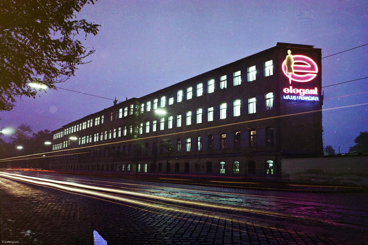Az Elegant Május 1 Ruhagyár épülete a Nagyvárad tér közelében, a mai Elnök utca, Orczy út határolta telken. A lakossági konfekció 1994-ben felszámolt fellegvárát pazar neon díszítette.