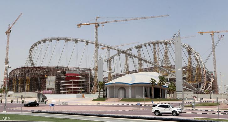 A doha-i Kalifa Stadion építése