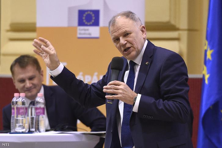 Vytenis Andriukaitis az egészségügyért és élelmiszerbiztonságért felelős litván uniós biztos