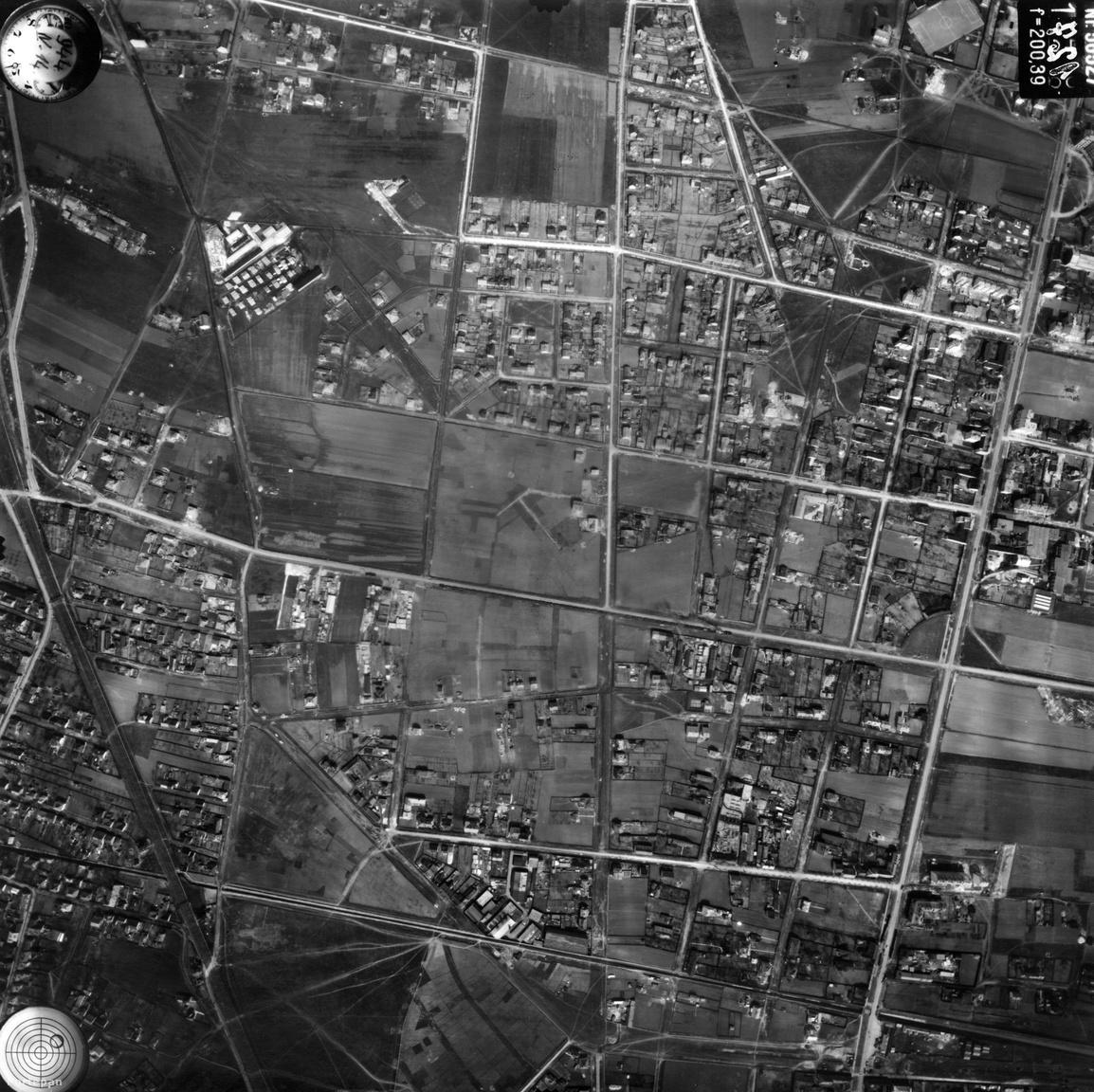 Persze azért itt-ott felfedezhetjük a mai panellakótelepek helyét, mondjuk Kelenföldön. A Tétényi                         és a Fehérvári utat, meg az azokat keresztező Andor utcát akkoriban még nem lakóparkok, meg                         tízemeletes panelek, hanem szántóföldek és hétvégi házak szegélyezték.