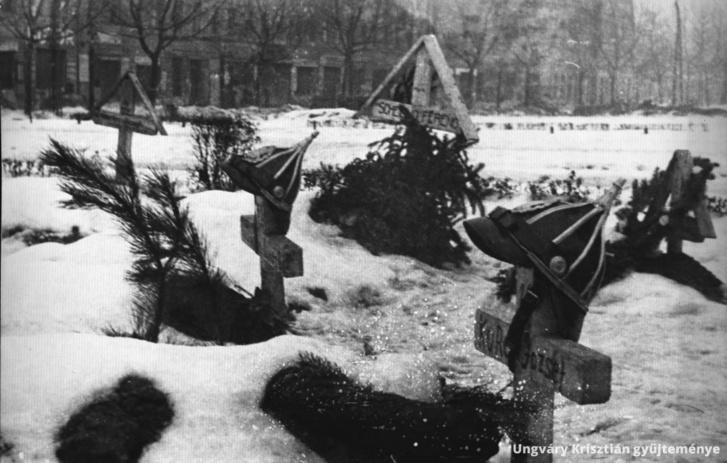 Magyar rendőrök sírjai valahol a Belvárosban.