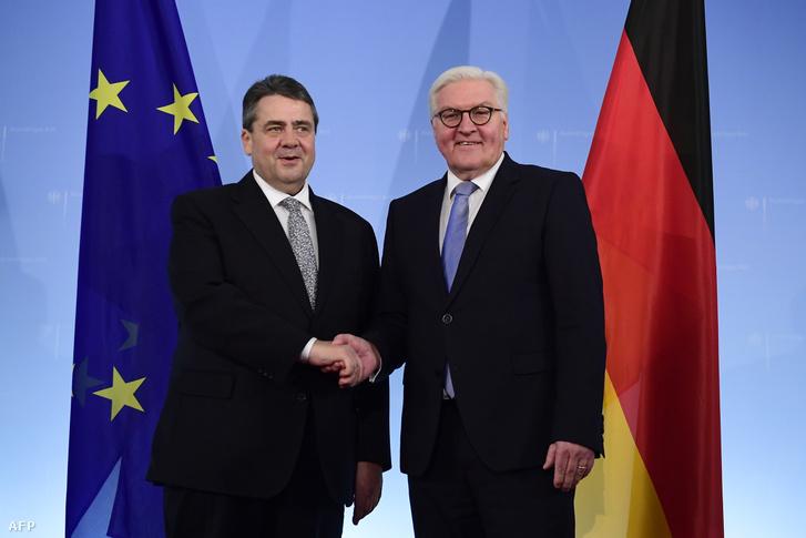 Sigmar Gabriel, az új külügyminiszter és az elnökjelölt Frank-Walter Steinmeier