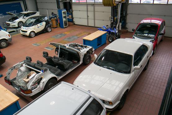 Villanyautó, hibrid, az önvezető autó alapjául szolgáló Smart és a többiek