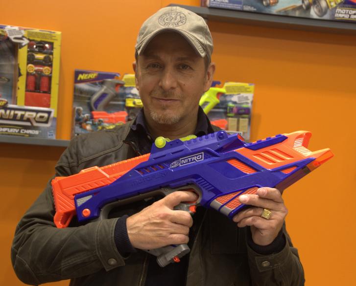 Nem vagyok nagy Cobra 11 rajongó, eltartott egy darabig, mire rájöttem, ki is pózol a kisautó-puskával