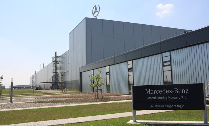 A Mercedes a meglévő mellett még egy gyárat felépít, kell oda is a mérnök