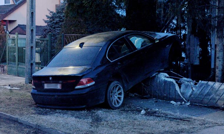 BMW a kerítésben 2