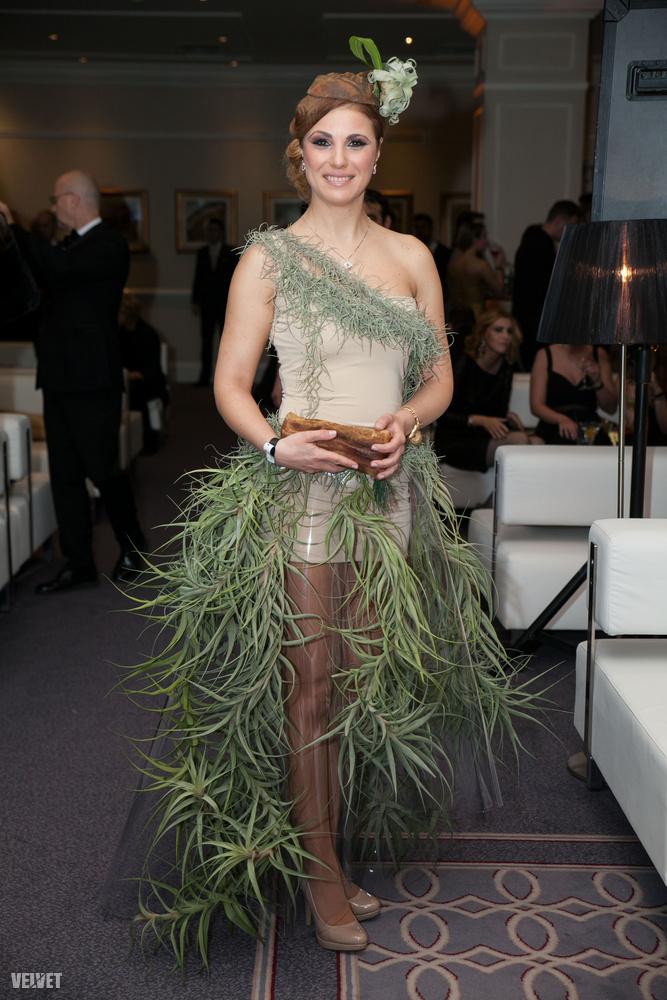 Sallai Nóra színésznő minden bizonnyal a felcsúti arborétumból rohant haza az eseményre