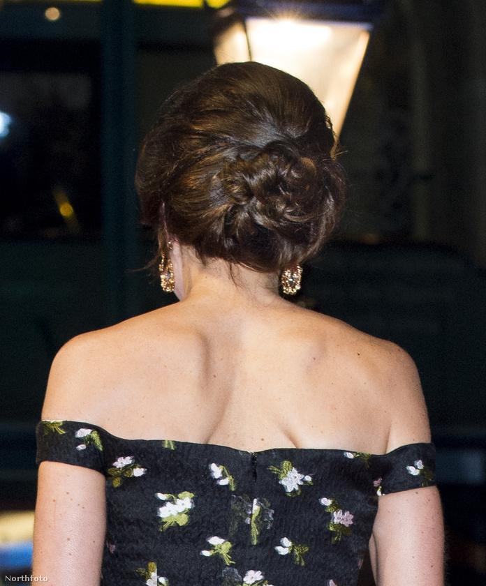 Ritkán látni olyat, hogy a királyi család bármely tagja ilyen merész ruhát húzzon, főleg, ha egy hercegnéről van szó