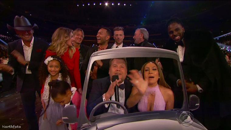 J.Lo a gála végén beszállt a nagy közös énekelésbe is James Cordennel, John Legenddel és Faith Hillel, sőt az exkluzív és fapados Carpool Karaoke végén még Beyoncé és Jay-Z gyermeke, Blue Ivy is csatlakozott