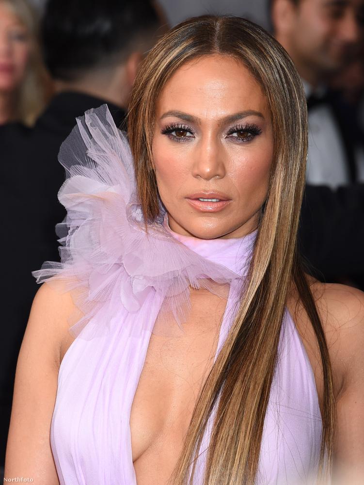 Lopez idén a hűvös, de dögös eleganciát képviselte az 59