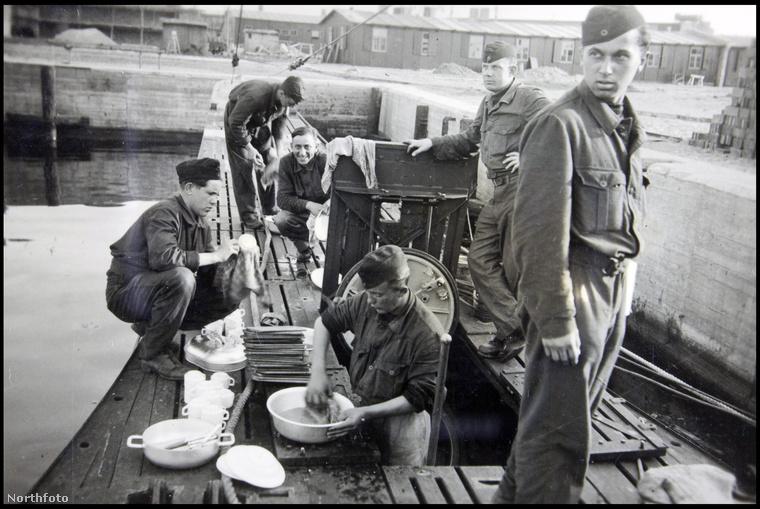 A tengeralattjárót 1943 márciusában bocsátották vízre, 53 fős legénységgel