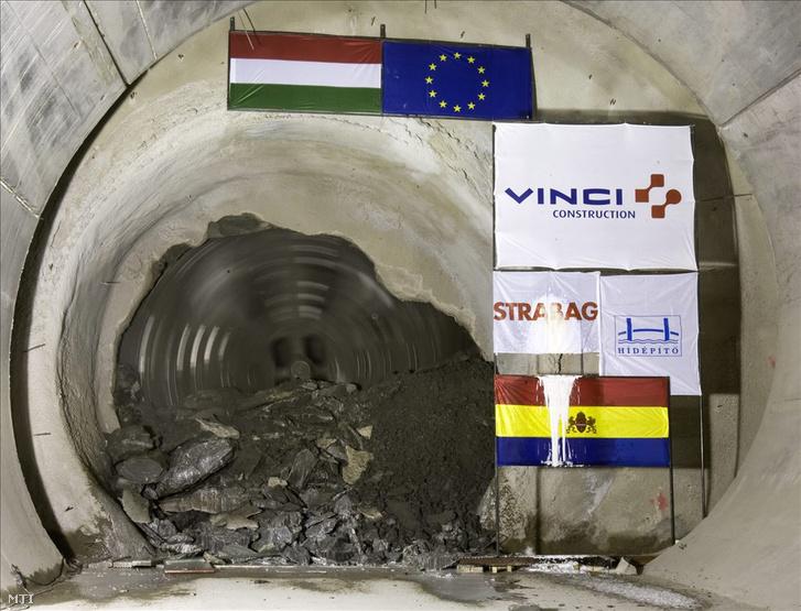 Budapest, 2009. március 16. A 4-es metró déli alagútépítő fúrópajzsa megérkezik a Szent Gellért téri állomásra.