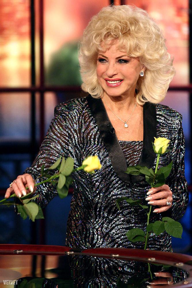Medveczky Ilona 2010-ben sárga rózsákkal mutatkozott Hajdú Péter Frizbi című műsorában