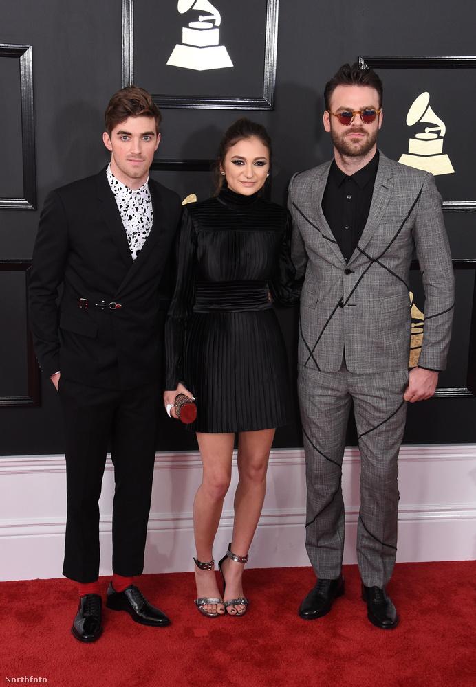 Dua Lipa, és a The ChainsmokersAz ő közös zenéjük is Grammyt ért: A Don't Let Me Down lett az elmúlt év legjobb dance zenéje