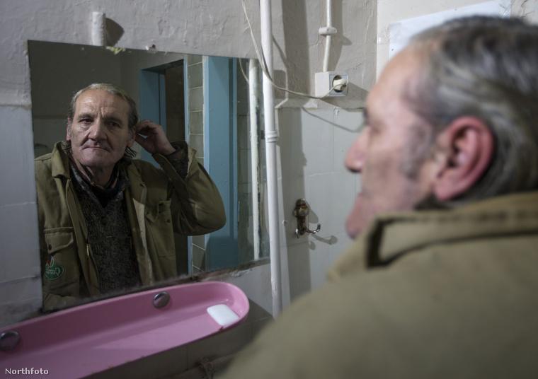 A most 60 éves úr ekkor döntött úgy, hogy beköltözik a törökországi Ismirben működő Yeni Şükran nevű hotelbe, ami már több mint 112 éve fogadja vendégeit hosszútávra