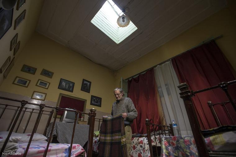 Ercan 60 évesen ugyanilyen álmokat dédelget, és irgalmatlan mennyiségű pénzt hajlandó invesztálni a terveibe