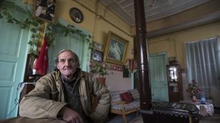 25 éve összebalhézott a feleségével, azóta egy hotelben akar meghalni