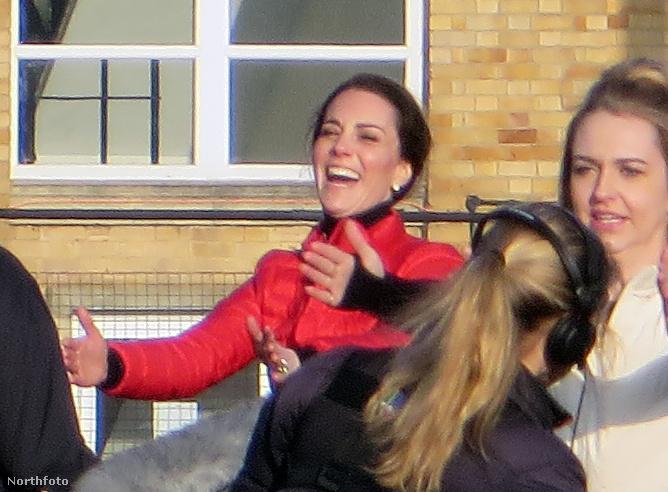 Tudjuk, hogy Kate Middleton mindig mosolyog és vidám a nyilvános szereplésein, de így még talán nem is nagyon láttuk a királyi család egyik legnépszerűbb tagját!