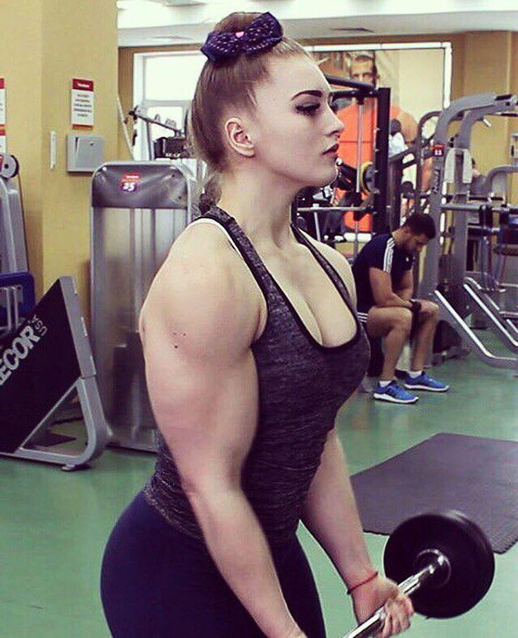 Izmi Barbi viszonylag fiatalon, 15 éves korában kattant rá a testmozgásra.