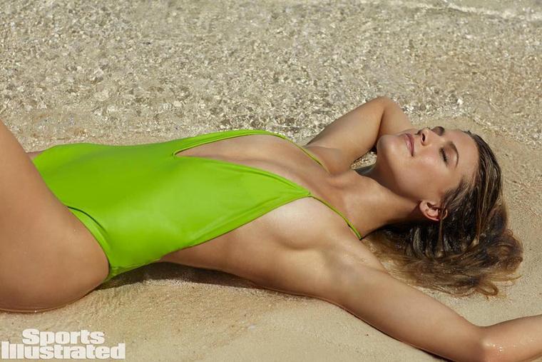 A 22 éves Eugenie Bouchard egy feltűnően csinos kanadai teniszjátékos, aki a Wikipedia szerint jelenleg a 49