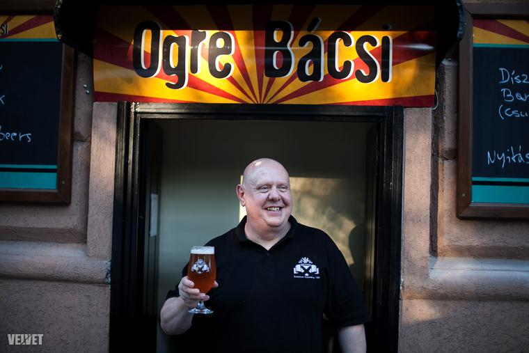 Az, illetve ő 100% magyar.Itt mindent elolvashat róla, hisz személyesen is találkoztunk az emberrel, akiről sört neveztek el.