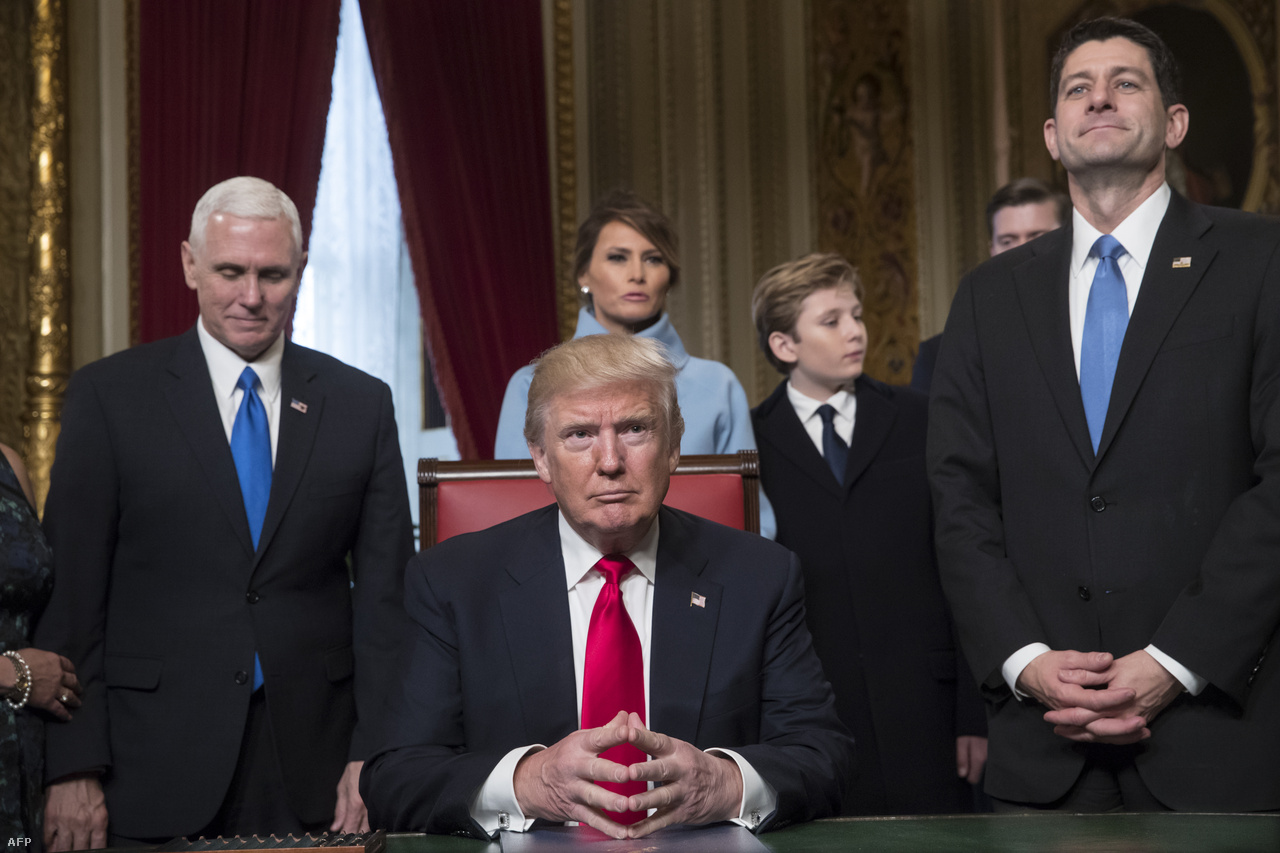 Donald Trump 2017. január 20-án letette az esküjét, beiktatták az USA 45. elnökének. Beiktatási beszédében azt mondta, Amerika lesz az első, Washingtontól a néphez kerül a hatalom, a radikális iszlamista terrorizmust pedig eltörlik. Aznap beköltözött a Fehér Házba, és a rendeletek aláírásának is nekikezdett.