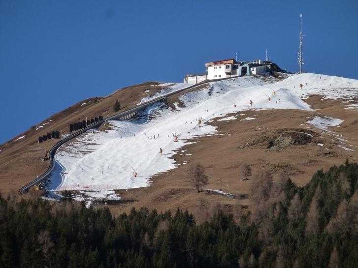 Műhóval borított Davosi sípálya 2015 decemberében