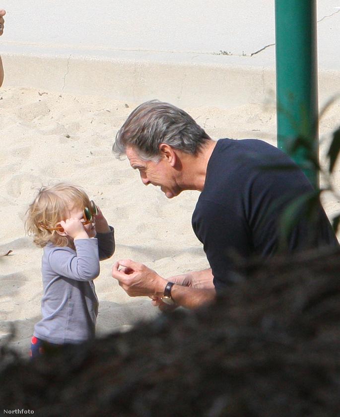 A kislányt sem kell félteni,apai ágon már biztosan örökölte, hogy minden helyzetben feltalálja magát.