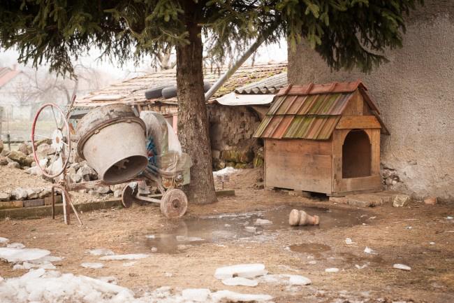 Az Akácfa utca udvarát is elborította a fagyott fekália