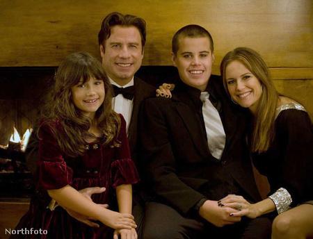 John Travolta és Kelly Preston gyerekeikkel, Ellával és az azóta elhunyt Jettel