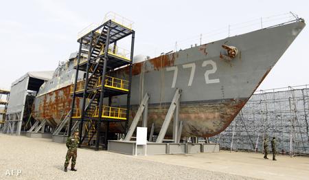 Szerdán bemutatták a tengerből kiemelt hadihajót is