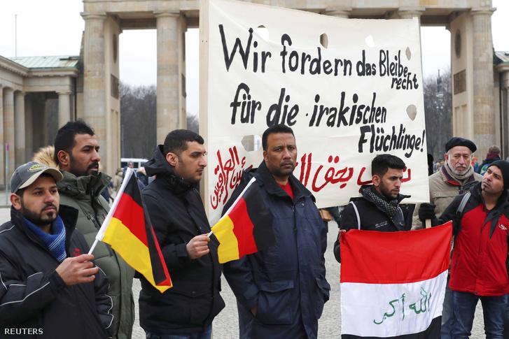 Az iraki menekültek deportálása ellen tiltakozók február 11-én Berlinben