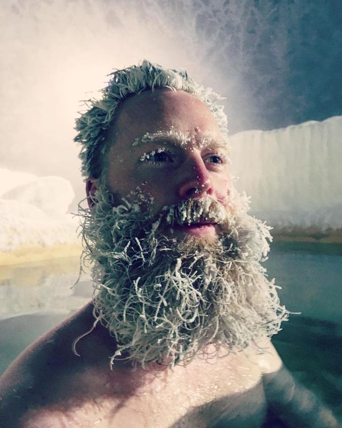 A szervezők szerint ugyanis, ha melegebb van, akkor a haj lassabban és kevésbé impozánsan fagy meg.
