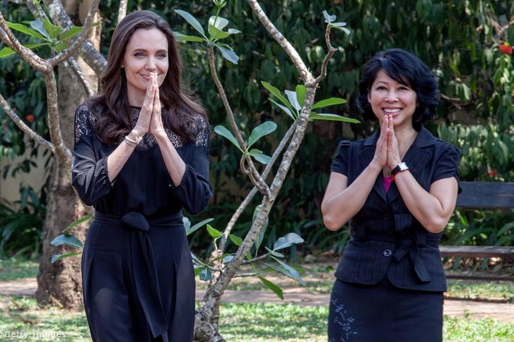 Angelina Jolie és a film írója, Loung Ung a film premierje előtti sajtótájékoztatóra érkeznek