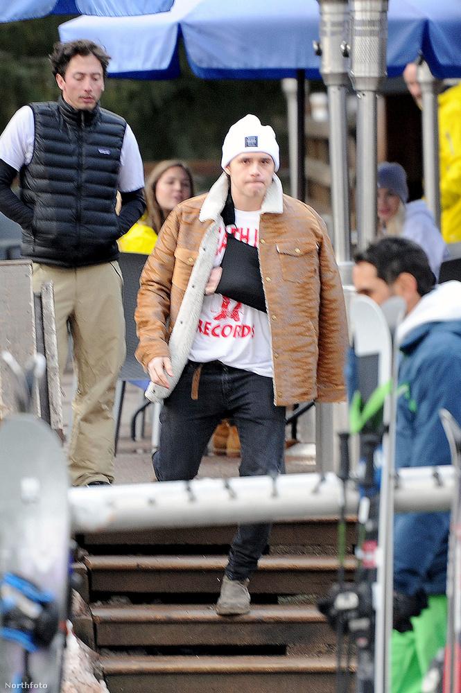 Brooklyn Beckham lent bosszankodott                         Az előző nap ugyanis sikerült egy nagyot buknia, és eltörte a kulccsontját.