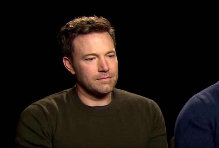 Nem csoda, hogy a tavalyi Batman Superman ellen című film kritikát szomorú rezignáltsággal hallgató Ben Affleckből nagyon hamar mém lett.
